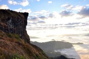 ภูชี้ฟ้า-ผาตั้ง จ.เชียงรายสถานที่ท่องเที่ยวสัมผัสทะเลหมอกของไทย