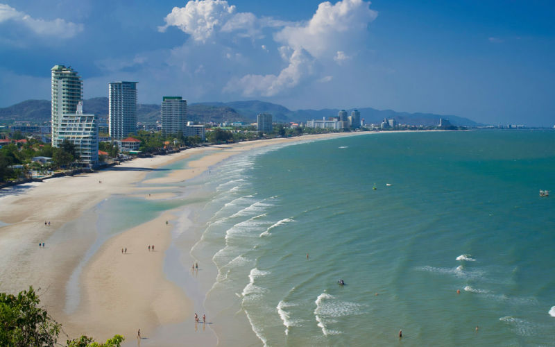 ชายหาดหัวหินที่สวยงามและอยู่ใกล้กรุงเทพมหานคร