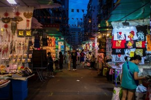 ๔นนคนเดินยามค่ำคืนในฮ่องกงแหล่งช้อปปิ้งราคาถูก
