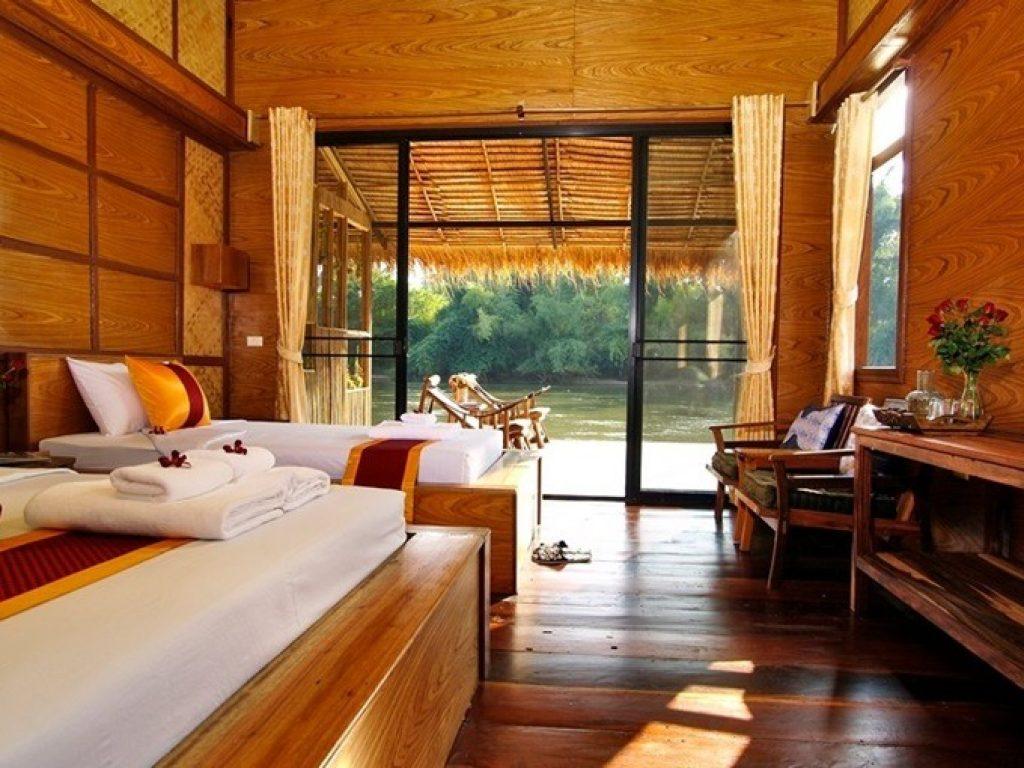 โรงแรมที่พัก ติดธรรมชาติ อยู่ริมแม่น้ำ ล้อมรอบไปด้วยป่าเขาในจังหวัดกาญจนบุรี