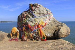 สถานที่ท่องเที่ยวที่มีชื่อเสียง-ตำนานหาดเก้าเส้ง